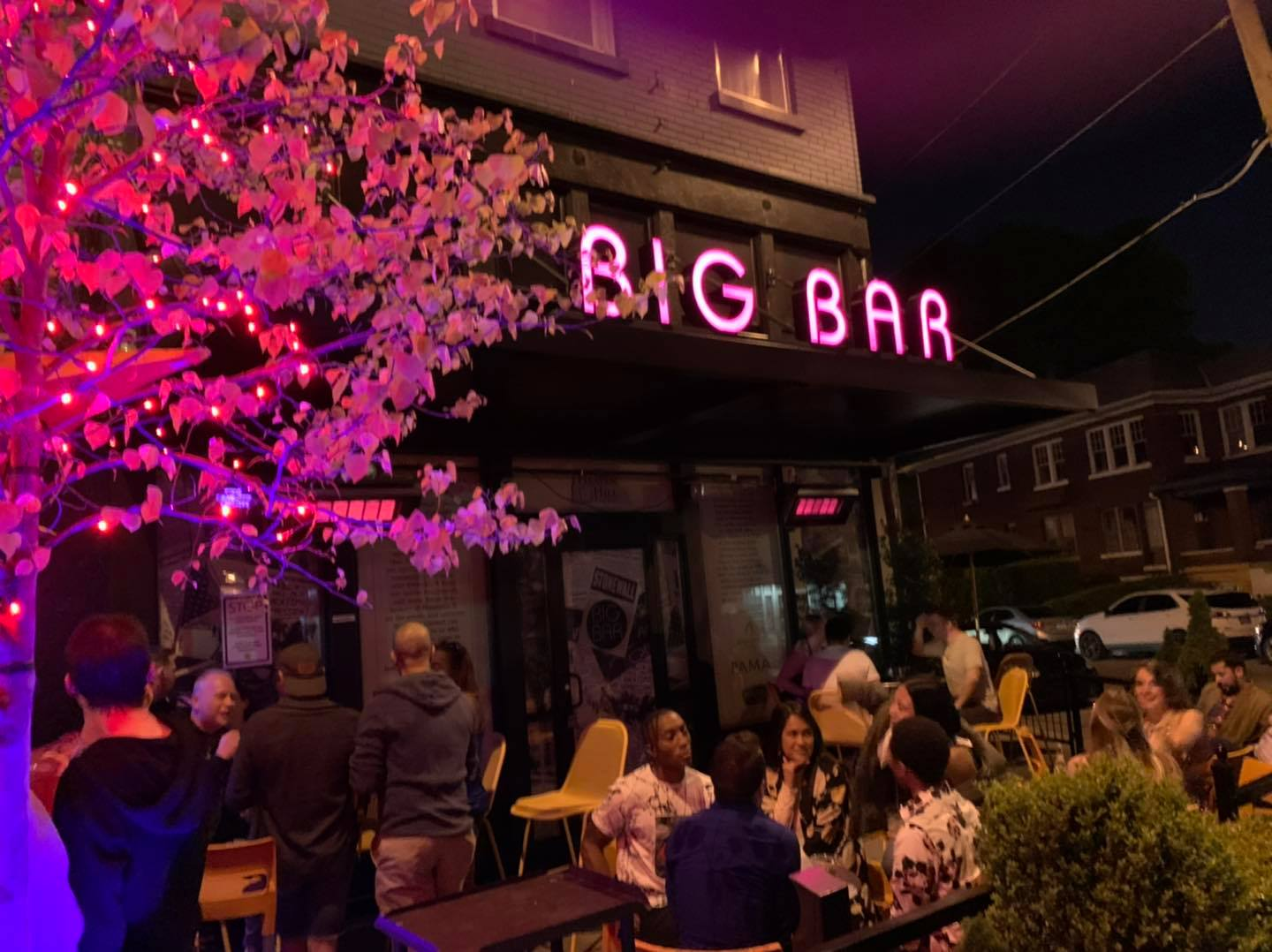 Queerest Happy Hours in Louisville in 2021 – Celebrate Pride Month at These Bars!